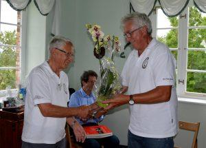 Achim Röttger (T16) dankt Werner